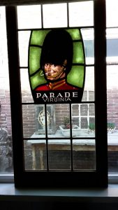Glas in loodreclame Parade Virginia gerestaureerd